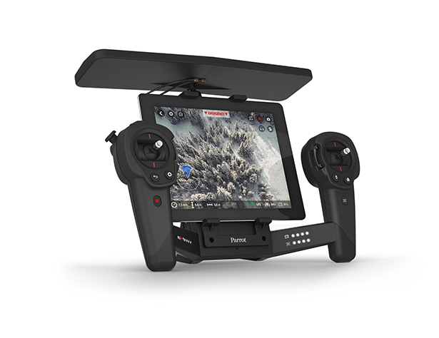 PARROT_SKYCONTROLLER_BlackEdition_Packshot_with_iPad.jpg
