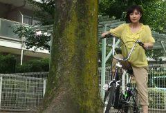 極・ト書き一行のカット割り! 第6回_自転車に乗り、出発する女性