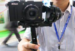 小型カメラ用のジンバルタイプのスタビライザー