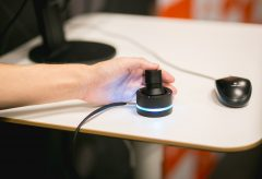 クリエイターの作業を革新する、未来の左手デバイス「O2」、テスト販売を開始