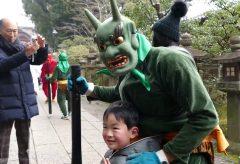 【Views】『鬼 やろう!』5分23秒~日本三大八幡宮として名高い石清水八幡宮の節分行事である鬼やらい神事を作品に