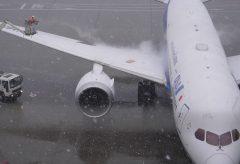 【Views】『Snow day at HANEDA』1分9秒〜1機の飛行機を安全に飛び立たせるまでの空港スタッフを追うミニドキュメント