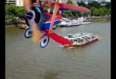 『たのしいひこうき』第11回/テムズ川遊覧船と複葉機