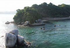 【Views】724『白石龍神社 ~白石の鼻巨石群~』3分36秒〜けもの道でしか行けなかった陸の孤島の小さな半島。神々しい雰囲気の自然の地形をゆったりと空から拝見