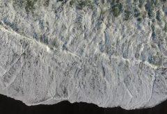 【Views】730『WAVE』5分30秒〜台風の残り香で晴天なのにうねりを繰り返す浜辺に打ち付ける波を、アート作品としてスケッチ
