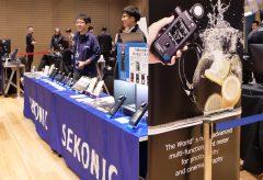 【Photo EDGE Tokyo2019】セコニックブース、プロカメラマンの現場を支える露出計やカラーメーターを展示
