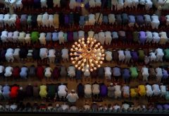 【Views】790『Eid al Adha イード・アル=アドハー』3分59秒〜バングラディッシュのリアルな今を伝えるドキュメント。空気だけでなく人の息や熱気まで伝わってくるよう