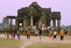 【Views】957『Cambodia Angkor Wat/GH5』3分3秒〜素朴な建築物に世界から観光客が集まる様が見事に捉えられている