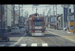 【Views】1099『まがる まがる 曲がる』4分1秒〜まるでドリフトするかのような路面電車をカメラは捉える