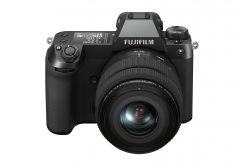 富士フイルム、小型軽量ボディに約5,140万画素センサーを搭載した中判ミラーレスカメラGFX50S IIを発表